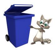 Personagem de banda desenhada do guaxinim com caixote de lixo Fotos de Stock Royalty Free