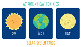 Personagens de banda desenhada de sorriso bonitos dos planetas do sistema solar Fundo criançola Fotos de Stock