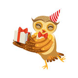 Personaggio dei cartoni animati Emoji di Owl And Birthday Present Cute con Forest Bird Showing Human Emotions e comportamento Fotografie Stock