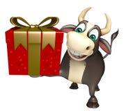 Personaje de dibujos animados de Bull con Giftbox Imagenes de archivo
