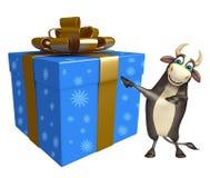 Personaje de dibujos animados de Bull con Giftbox Foto de archivo libre de regalías