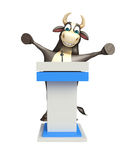 Personaje de dibujos animados de Bull con la tabla del discurso Foto de archivo libre de regalías