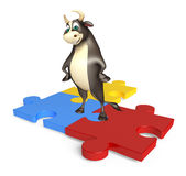 Personaje de dibujos animados de Bull con rompecabezas Stock de ilustración