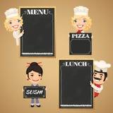 Personajes de dibujos animados de los cocineros con el menú de la pizarra Foto de archivo libre de regalías