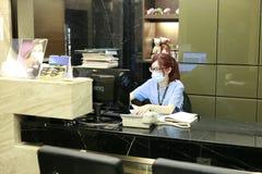 Personal del hospital dental del ABC usando el ordenador Imagen de archivo libre de regalías