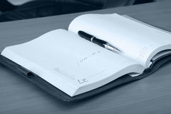 Personal organizer and pen on Royalty Free Stock Photos