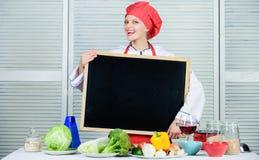 Personal querido Espacio de la copia de la pizarra del control del delantal del sombrero del cocinero de la mujer Posici?n del tr foto de archivo