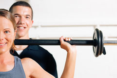Personal Trainer in gym Royalty Free Stock Photography