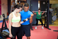 Personal trainer showing a young woman Royalty Free Stock Photography