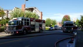 Personale di emergenza del fuoco di Coquitlam nell'azione di salvataggio stock footage
