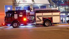 Personale di emergenza del fuoco di Coquitlam nell'azione di salvataggio video d archivio