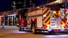 Personale di emergenza del fuoco di Coquitlam nell'azione di salvataggio archivi video