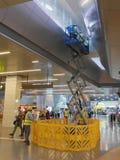 Personaler som utför underhåll på den Doha flygplatsen Royaltyfri Fotografi