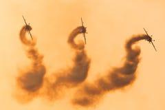 Personas aeroacrobacias de la visualización de las láminas Foto de archivo libre de regalías