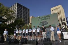Personas de ciclo profesionales del paso de progresión rápido de Omega Pharma Imagenes de archivo