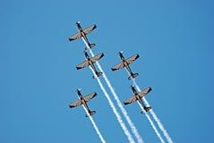 Personas de las acrobacias aéreas de Pilatus PC-7 Mk II Astra Foto de archivo
