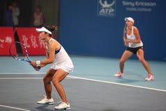 Personas de los dobles de las mujeres del tenis Imagenes de archivo