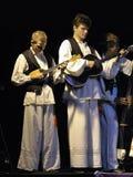 Personas de los músicos de la danza popular de Croatia Imagenes de archivo