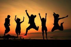 Personas de salto de la silueta Imagen de archivo libre de regalías