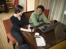 Personas del asunto con la computadora portátil Imagen de archivo libre de regalías