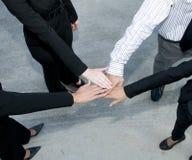 Personas del asunto con las manos en el grupo imagen de archivo