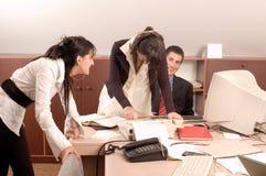 Personas del asunto en la oficina Foto de archivo libre de regalías