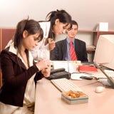 Personas del asunto en la oficina Fotos de archivo libres de regalías