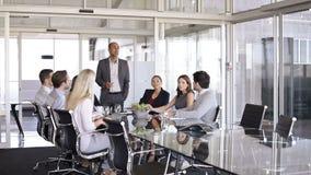 Personas del asunto en una reunión almacen de video