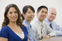 Personas del asunto que se sientan en la reunión. Foto de archivo libre de regalías