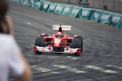 Personas del coche de carreras de Ferrari Fotografía de archivo