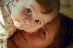 Personas del niño y de la madre Foto de archivo