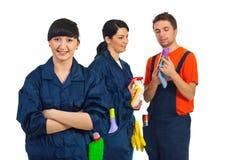 Personas felices del servicio de la limpieza Fotos de archivo