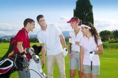 Personas jovenes de los jugadores del grupo de la gente del campo de golf Fotografía de archivo libre de regalías