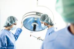Personas médicas en el trabajo Imagen de archivo