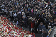 12.000 personas marchan en el silencio para 30 víctimas muertas en club del fuego Fotografía de archivo