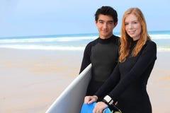 Personas que practica surf Foto de archivo libre de regalías