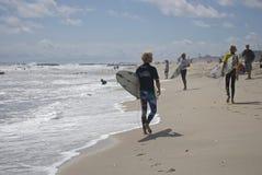 Personas que practica surf Belmar Fotos de archivo libres de regalías