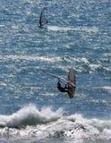 Personas que practica surf del viento Foto de archivo