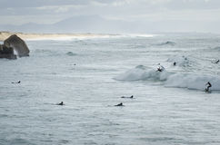 Personas que practica surf en el lapiste fotografía de archivo libre de regalías