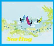 Personas que practica surf en un día soleado, ejemplo Imágenes de archivo libres de regalías