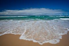 Personas que practica surf paraíso, Gold Coast Imagen de archivo libre de regalías