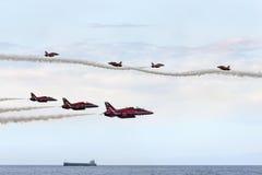 Personas rojas de la visualización de la Royal Air Force de las flechas Fotografía de archivo