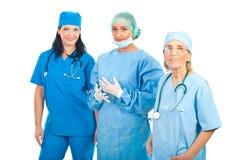 Personas sonrientes de tres mujeres de los cirujanos Fotografía de archivo