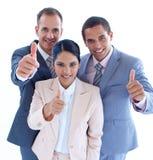 Personas sonrientes del asunto con los pulgares para arriba Imagen de archivo