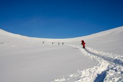 Personas turísticas del esquí Imágenes de archivo libres de regalías