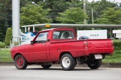 Personbilen den mini- Mazda familjen väljer upp lastbilen Royaltyfri Bild