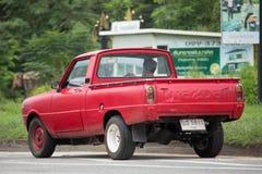 Personbilen den mini- Mazda familjen väljer upp lastbilen Royaltyfria Bilder