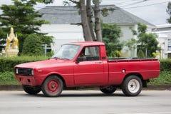 Personbilen den mini- Mazda familjen väljer upp lastbilen Arkivbilder