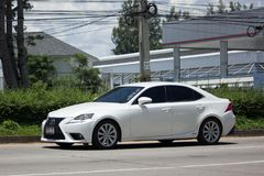Personbilen Lexus ÄR blanden 300H Arkivfoton