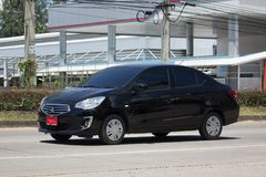 Personbilen Mitsubishi tilldrar Arkivbild
